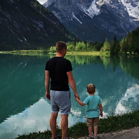 Paul mit seinem Sohn im Sommerurlaub in Südtirol